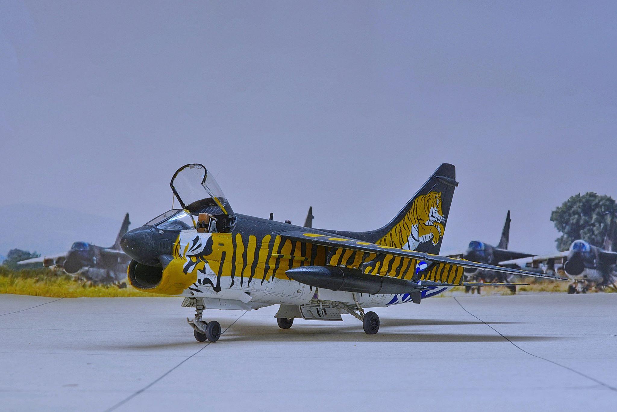 A-7ΕCorsair 1/72   Hobby Boss  & Fujimi