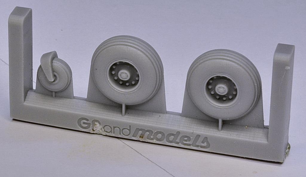 PZL M-18 DROMADER GrandModels